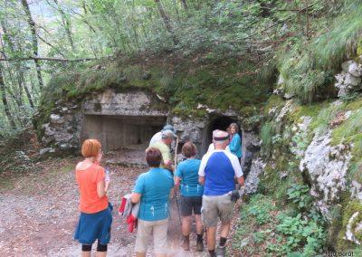 036 vračamo se v dolino k trdnjavi Kluže, 10.58