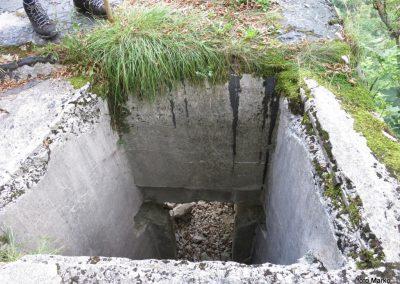 08 ostanki vojaških objektov ob poti na trdnjavo Fort Herman, 10.00