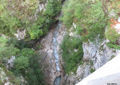 33 korita potoka Koritnica, 70m globoko pod mostom, 11.20
