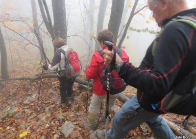 46 sestopali smo po blatu, listju in znova skozi oblak, 14.45