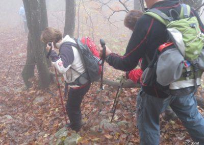 47 sestopali smo po blatu, listju in znova skozi oblak, 14.45