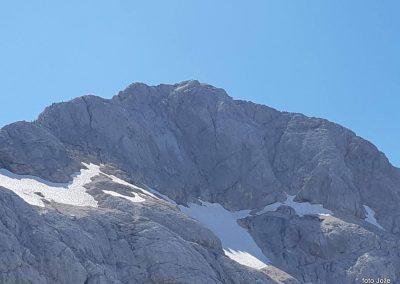 29 Triglav (2864m) izpred Triglavskega doma na Kredarici (2515m), 14.47