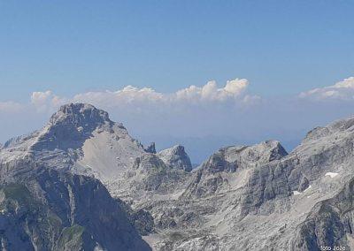 30 izpred Triglavskega doma na Kredarici (2515m) - pogled na zahod -Razor (2601m), 14.47