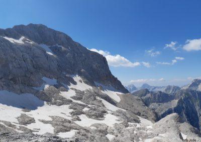 31 pogled s Kredarice na zahod - od leve Triglav ( 2864m), v daljavi Jalovec (2645m) in Mangart (2679m), 14.47
