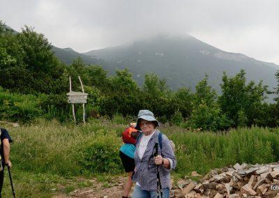 03 VZPON NA SNEŽNIK; dobrodelna akcija prenosa drv do koče