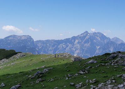 27 NA VRHU RADUHE, 2062m, pogled na Savinjske Alpe, 13.04